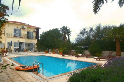 Karsiyaka Villa with pool for sale
